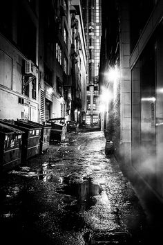 I imagine an alley like this behind the club where Frank confronts the copycat.
