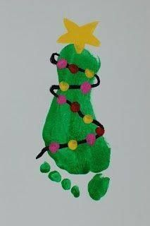 Footprint Christmas tree with fingerprint lights. These would be so cute for babies. You could do one every year to see them grow <3