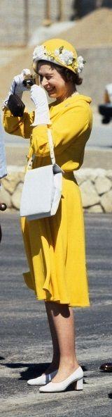 Queen Elizabeth in yellow snapping photos.