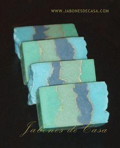 Turquesas - Jabón de ducha con una imagen caprichosa, de lujo, turquesa y oro; y un aroma delicado: Pomelo, Te Verde y Musk.