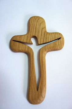 Items similar to Wooden cross on Etsy Wooden Crafts, Wooden Toys, Diy And Crafts, Wooden Sheds, Easy Woodworking Projects, Wood Projects, Woodworking Wood, Bois Diy, Wood Carving Patterns