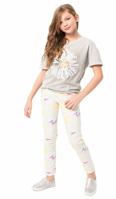 A darling daisy dressed up our comfy crewneck for a look she will love, paired with our garden Floral Skinny pants