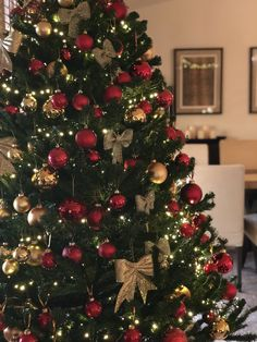 Weihnachten Red and gold ornaments, Christmas tree Top 10 Back to School Furniture Buying Tips By Wr Red And Gold Christmas Tree, Christmas Tree Inspiration, Christmas Tree Tops, Traditional Christmas Tree, Ribbon On Christmas Tree, Alternative Christmas Tree, Christmas Tree Design, Christmas Tree Themes, Xmas Tree