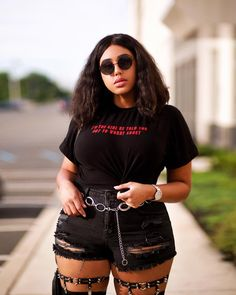 10 fashion rules that plus size girls need to start challenging - Plus Size Fashion & Dress Curvy Girl Outfits, Curvy Girl Fashion, Edgy Outfits, Plus Size Outfits, Plus Size Fashion, Thick Girls Outfits, Grunge Outfits, Fashion 90s, Fashion Week