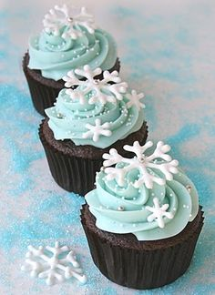Snowflakes.. Going to have to make these.. Hmm I'm thinking white chocolate snowflake on top of a chocolate cupcakes and buttercream frosting