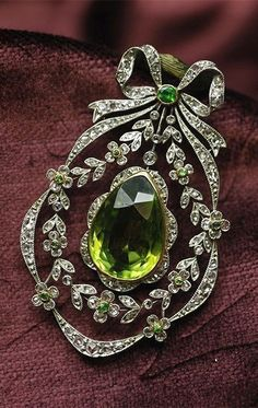 Belle Époque peridot, de cloak Ido garnet and diamond #brooch / pendant, France,... #AntiqueJewelry #DiamondBrooches #DiamondJewelry