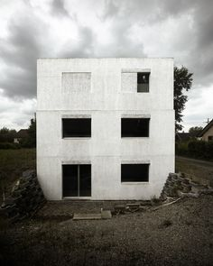 Image 9 of 20 from gallery of Haus Meister / HDPF. Photograph by Valentin Jeck Concrete Architecture, Sustainable Architecture, Architecture Details, Interior Architecture, Study Architecture, Concrete Houses, Concrete Building, Concrete Walls, Cubes