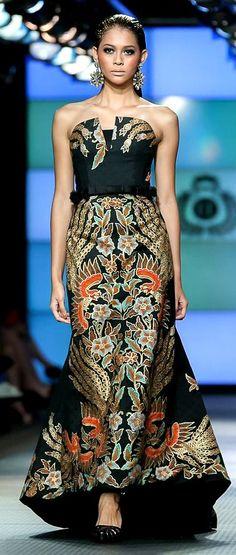 INDONESIAN KEBAYA #BATIK #EVENINGGOWN #FASHION Kebaya Dress, Batik Kebaya, Batik Dress, Blouse Dress, Dress Skirt, Cheongsam Dress, Trendy Dresses, Simple Dresses, Nice Dresses