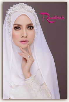 Wedding Hijab All White  http://weddinghijab.blogspot.com/2015/01/set-qisha-daun-white-beads-white.html