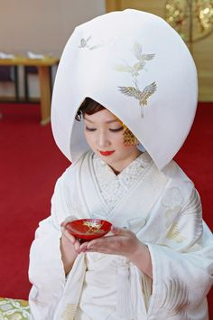 Shiromuku is one of the most prestigious wafuku (Japanese traditional clothing) in Japan. Currently, this pure white kimono is the symbol of...