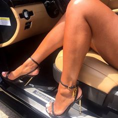 Luscious feet in Stilettos