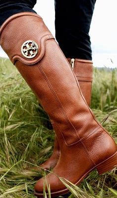 these are all I want for Christmas. Tory Burch boots <3