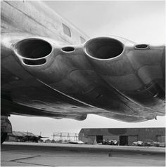 [engine intakes closeup] Shell fuels have been powering aircraft like this de Havilland Comet for decades. This photo was shot in 1949 during a refueling. De Havilland Comet, Tower Defense, Jet Engine, Civil Aviation, Commercial Aircraft, Aircraft Design, Beautiful Lines, Concorde, Private Jet