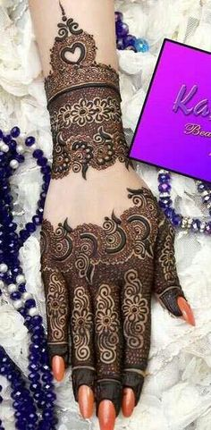 Chand Rat Simple Mehndi Designs For Hands In Pakistan, The Event Of Pakistani Muslim is Coming. At this event, all Youngster wants to Draw the Beautiful Simple Mehndi Designs On their Hand at the Chand Rat. Henna Mehndi, Henna Tatoos, Henna Tattoo Designs, Mehendi, Tattoos, Mehandi Designs, Henna Art, Heena Design, Beauty Secrets