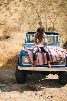 desert scene. <3 the jeep.
