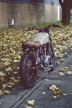 Yamaha by Auto Fabrica Yamaha Cafe Racer, Yamaha 250, Yamaha Bikes, Moto Cafe, Enduro Vintage, Vintage Bicycles, Scrambler Motorcycle, Motorcycle Style, Custom Motorcycles