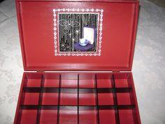 Caixa para bijuterias em MDF com aplicação de cristais e decoupage-2