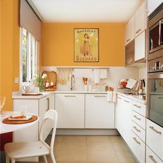 Feng Shui Colors and Modern Design Yellow Kitchen Walls, Orange Kitchen, Kitchen Wall Colors, Kitchen Dining, Kitchen Decor, Kitchen Cabinets, Kitchen Ideas, Cocinas Feng Shui, Monochromatic Room