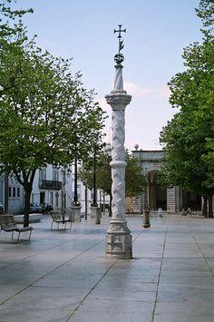 Pillory in the republican square (Praça da República).