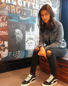 Liza Soberano It's always nice to catch up with our Vans girl lookin gorgeous in her Get this in a store near you! Best Female Artists, Abercrombie Girls, Filipina Beauty, Vans Girls, Surf Girls, My Baby Girl, Girl Crushes, Asian Beauty, Tumblr Outfits