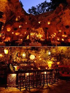 Cave Restaurant, Africa. Cena in grotta al Cave Restaurant Ali Barbour a Diani Beach, a sud di Mombasa.