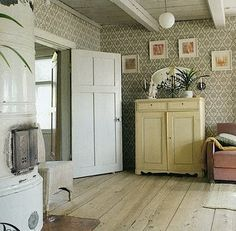 Finnish country home, vintage wallpaper & ceramic woodstove. My godparents house looked a lot like this. Swedish Wallpaper, Of Wallpaper, Wallpaper Ideas, Swedish Cottage, Cottage Style, Decoupage Furniture, Painted Furniture, Furniture Design, Interior And Exterior