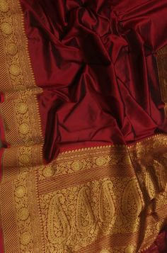 Maroon Handloom Banarasi Pure Katan Silk Plain Saree With Contrast Red Blouse 7738869115 OR 7710801701 Bengali Wedding, Saree Wedding, Short Balayage, Black Highlights, Hair Color Caramel, Plain Saree, Tussar Silk Saree, Red Blouses, Indian Designer Wear