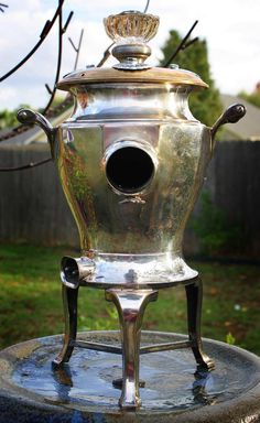 coffee urn birdhouse. WAY cool~