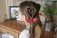 heart ponytails.  Un lindo peinado, de dos corazones para la princesita de la casa.