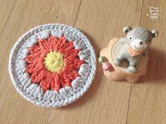 오랜만에 꽃두리 한장 :-) : 네이버 블로그 Coaster Set, Crochet Hats, Knitting Hats, Coasters