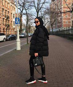 All-Black Outfits: 27 Perfect Ways to Look Like You've Made an Effort - Hiyab Modern Hijab Fashion, Street Hijab Fashion, Hijab Fashion Inspiration, Modest Fashion, Muslim Fashion, Mode Outfits, Fashion Outfits, Woman Outfits, Fashion Swimsuits