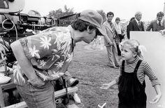 """Drew Barrymore y Steven Spielberg durante el rodaje de """"E.T. el extraterrestre"""" (1982). https://www.facebook.com/jotdown"""