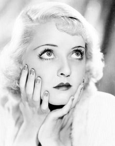 Bette Davis shows off a half-moon manicure Old Hollywood Glamour, Golden Age Of Hollywood, Vintage Hollywood, Hollywood Stars, Classic Hollywood, Hollywood Lights, Hollywood Divas, Planet Hollywood, Joan Crawford