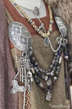 In the archaeologists found out a Viking grave. Interestingly, the grave was dedicated to a Viking woman and many artifacts were buried with her. Viking Reenactment, Medieval Costume, Medieval Gown, Viking Clothing, Viking Jewelry, Gypsy Clothing, Renaissance Clothing, Ancient Jewelry, Viking Life