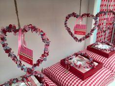 Leuk ideetje voor Valentijn. Gemaalt van knoopjes op ijzerdraad