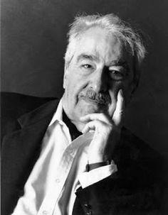 Alvaro Mutis,  fue un novelista y poeta colombiano de nacimiento pero naturalizado mexicano, país en el que vivió desde su juventud y hasta su muerte. Es considerado uno de los escritores hispanoamericanos contemporáneos más importantes.