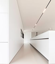 The all white kitchen with great lining Minimalist Kitchen Great Kitchen Lining white Track Lighting Bedroom, Modern Track Lighting, Modern Kitchen Lighting, Modern Kitchen Design, Interior Design Living Room, Casa Kardashian, White Kitchen Decor, Kitchen Ideas, Interior Minimalista
