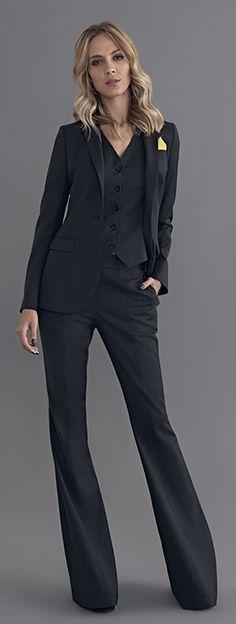 Terno em cor neutra, calça corte reto, estruturado
