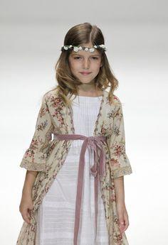 vestido de comunion de bonnet a pompon Vestidos de Comunión 2013
