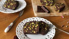 Σοκολατένιο μωσαϊκό ψυγείου με φυστίκια Αιγίνης & χουρμάδες Healthy Tips, Cereal, Vegan Recipes, Pudding, Sweets, Cooking, Breakfast, Cake, Desserts