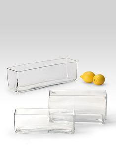 These glass rectangle vases allow for low and modern floral arrangements. Great for floral arrangements or as a container for weddings, parties, or events. Glass Centerpieces, Wedding Table Centerpieces, Christmas Centerpieces, Glass Vase, Table Wedding, Wedding Decorations, Wedding Ideas, Modern Floral Arrangements, Table Arrangements