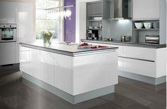 Design keuken met levendige accentkleur Kitchen Extensions, Nest, Table, Kitchens, Furniture, Building, Design, Home Decor, Gray Walls