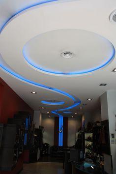 Realisierung Einer Modernen Zimmerdecke Mit Integrierter Indirekter  Beleuchtung. Luxusboutique In Monaco.