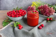 Uvařte si poctivý šípkový džem krok za krokem | Vaření.cz Plum, Steak, Strawberry, Vegetables, Fruit, Food, Essen, Steaks, Strawberry Fruit