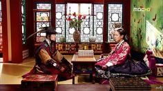 Dong Yi(Hangul:동이;hanja:同伊) is a 2010 South Korean historical television drama series, starringHan Hyo-joo,Ji Jin-hee,Lee So-yeonand Bae Soo-bin.About the love story betweenKing Sukjong, it aired onMBC.  서용기와 숙의최씨