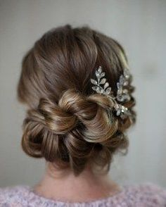 Beautiful and easy wedding hairstyle for long hair 18