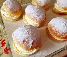 Gourmet Desserts, Cute Desserts, Dessert Recipes, Plated Desserts, Greek Yogurt Cake, Donuts, Sweet Cooking, Pan Dulce, Best Food Ever