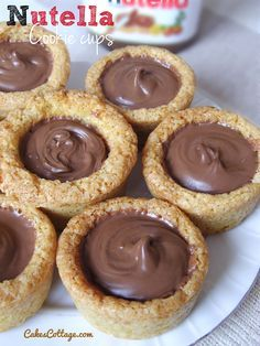 Cups Nutella Cookie Cups - Cute, bite-sized and always fun for Holiday desserts.Nutella Cookie Cups - Cute, bite-sized and always fun for Holiday desserts. Dessert Au Nutella, Nutella Cookies, Apple Cookies, Shortbread Cookies, Cookie Recipes, Dessert Recipes, Dessert Bars, Delicious Desserts, Yummy Food