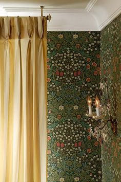 Sarah Richardson Dining Room. William Morris wallpaper.
