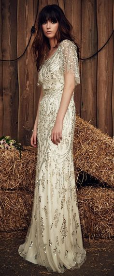 Jenny Packham Spring 2017 gliiter wedding dress - Deer Pearl Flowers / http://www.deerpearlflowers.com/wedding-dress-inspiration/jenny-packham-spring-2017-gliiter-wedding-dress/